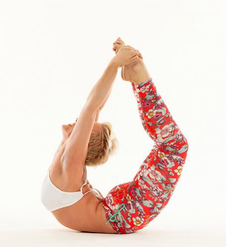 instruktoři  lucie vysloužilová  bikram yoga prague